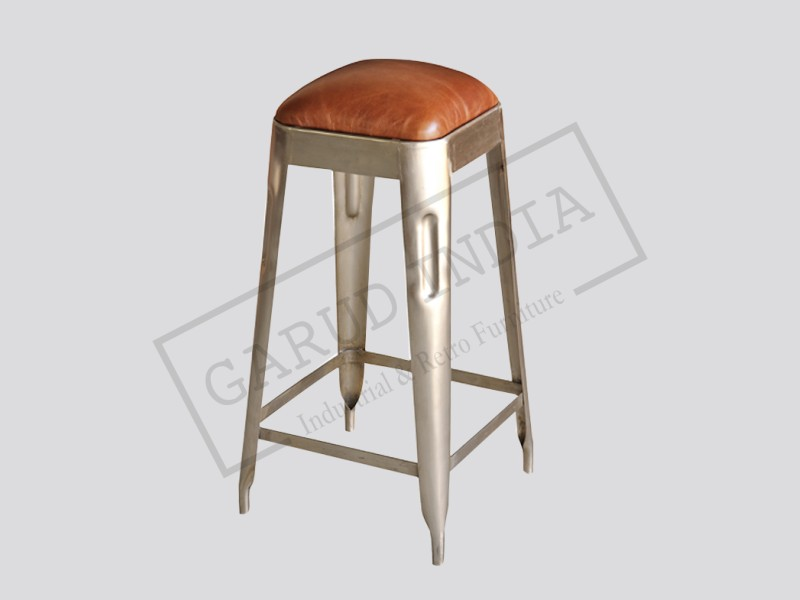 Metal bar stool with leather seat